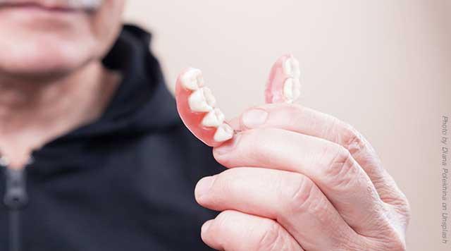 Conseils et astuces pour les nouveaux porteurs de prothèses dentaires